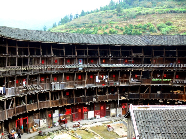 Inside the tulou of Youchanglou. The tier supports were cut to the wrong length so had to be installed at an angle -- zigzag fashion. This tulou was constructed in the 1300s.