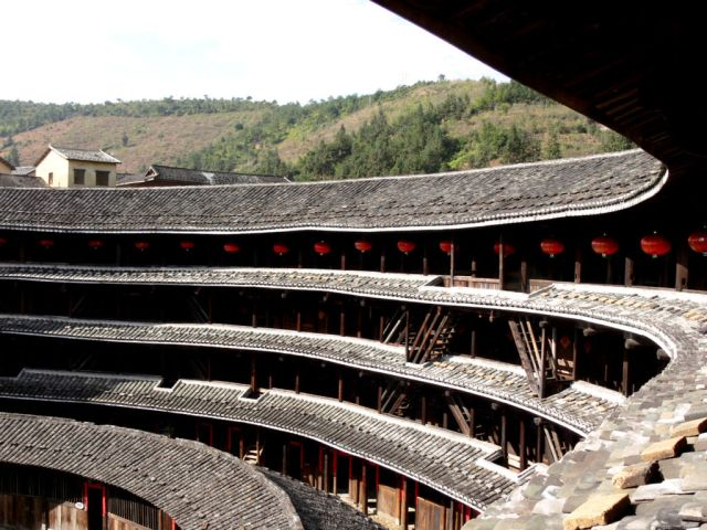 Interior of Juqinglou. There are four stories withy 53 rooms each and 72 staircases. A second one story ring is constructed inside the outer stories.