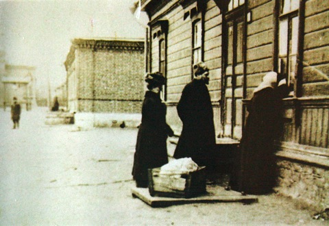 Sophia, trying to get entry to the place where Leo is dying, 1910.