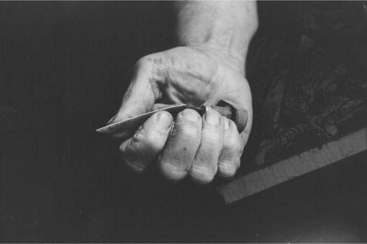 Ward's hand with graver. Photo from The Complete Printmaker by Romano et al. All of the wood engraving photos in ths manual were of Ward and his work.