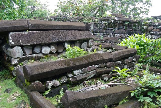 Basalt column walls, Nan Mador. [S.W.Batzer, flickr.com]