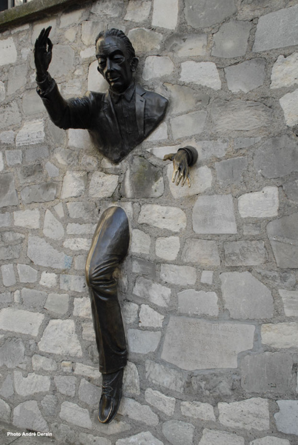 The Ayme memorial by Jean Marais in Montmarte. [photo: Andre Derain via philibert.sportblog.fr]