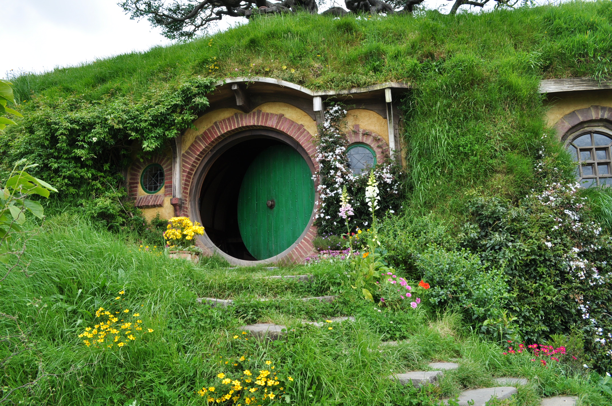 Hobbit house shrine of dreams for Build a house online free