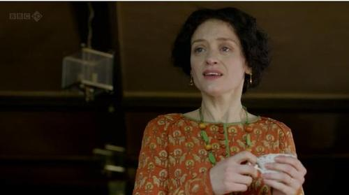 Edith Duchemin as portrayed by Anne-Marie Duff. [via http://culturerichmoneypoor.tumblr.com/post/31210752022/art-and-parades-end-e3]